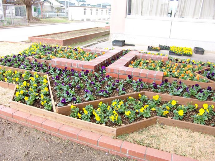 富山市立北部中学校の花壇